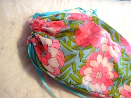 Simple Drawstring Bag Tutorial & Simple Drawstring Bag Tutorial - Crafty Gemini pillowsntoast.com