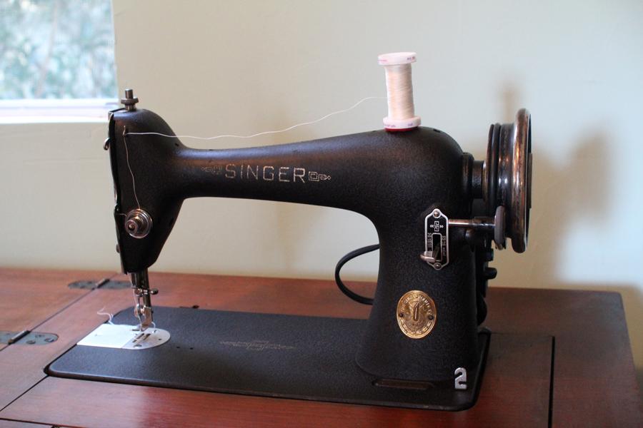 My Vintage Singer 40 Is BACK Crafty Gemini Adorable Singer Sewing Machine Model 66 18