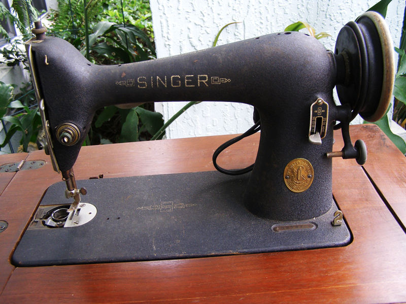 Vintage Singer 40 STEAL Crafty Gemini Custom Singer Electric Sewing Machine 66 18 Value