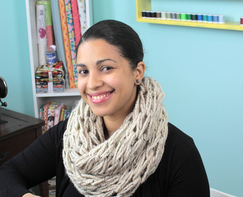 oatmeal cowl in arm knitting infinity scarf video tutorial