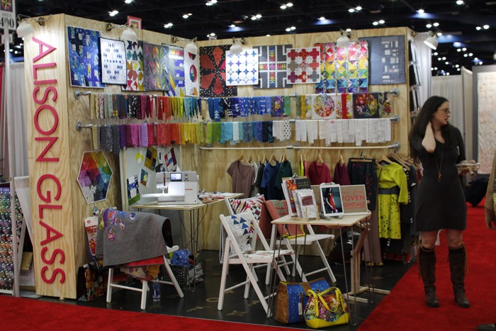 alison glass booth at fall 2015 quilt markert