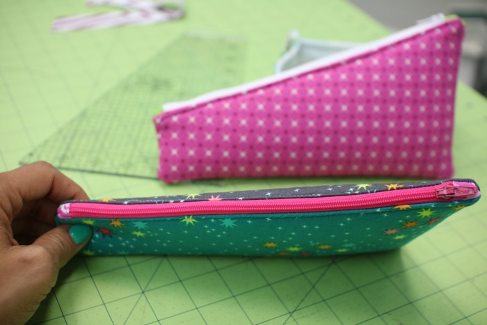 10 inch slicer zipper pouch video tutorial by crafty gemini