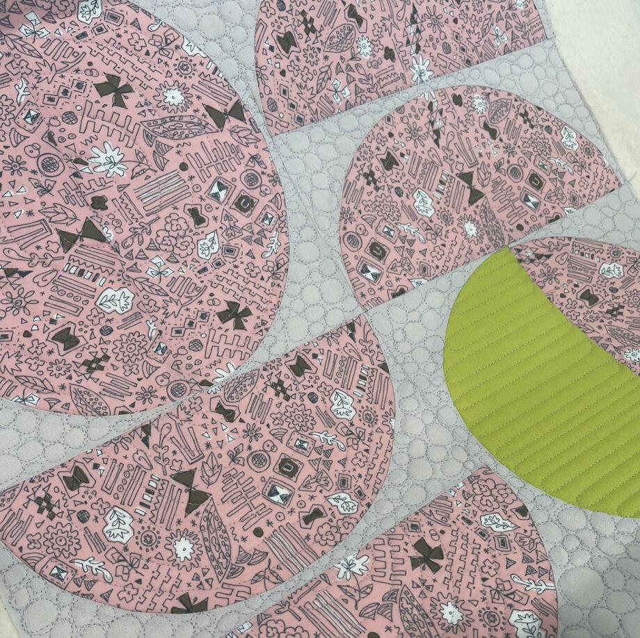 glide thread 40 wt light grey free motion quilting